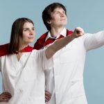 doctores-haciendose-pasar-superheroes_23-2148538506
